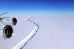 南極半島のラーセンC棚氷に生じた巨大な亀裂